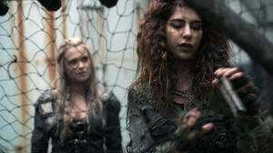 The-100-Season-3-Episode-14-Clarke & Luna