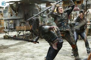The 100 4x10 - Octavia & Ilian fighting
