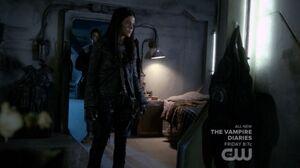 S3 episode 12 - Octavia inside Lincoln's room