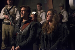 The-100-season-2-episode-16-Kane-Abby