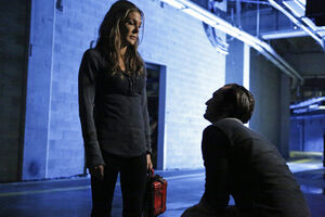 The 100 4x11 - Abby & Murphy pic 2