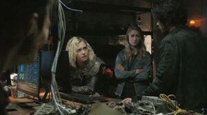 5x07 - Clarke, Bellamy, Harper, & Monty