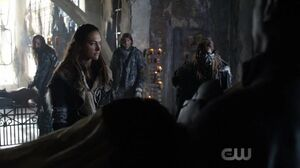 The 100 4x02 (Heavy lies the crown) - Echo