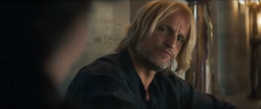 Haymitch mirando a Katniss.png