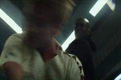 Boggs noquea a Peeta luego de que éste intentara matar a Katniss.png