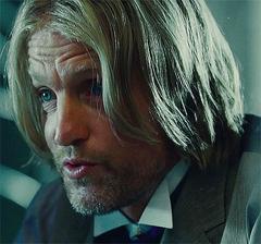 Haymitch en el tren.png