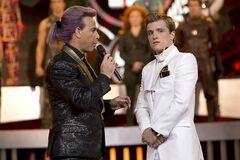 Caesar y Peeta en las entrevistas.jpg