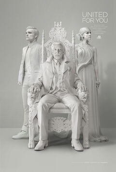 Presidente Snow, Johanna Mason y Peeta Mellark.jpg