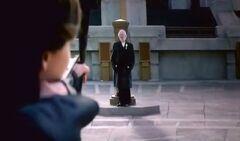 Katniss apuntando hacia el Presidente Snow.jpg