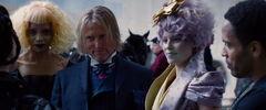 Portia, Haymitch, Cinna y Effie luego del desfile.jpg