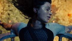 Katniss siendo rescatada de la arena.png