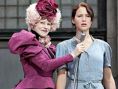 Effie y Katniss durante la cosecha.jpg