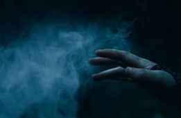 Katniss tocando la niebla