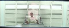 Peeta en una cama en rehabilitación.png