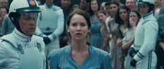 Katniss ofreciéndose como voluntaria.jpg