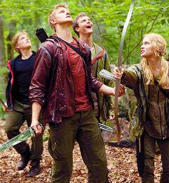 Los profesionales observando a Katniss.jpg