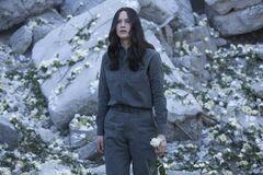 Katniss luego del bombardeo al Distrito 13.jpg