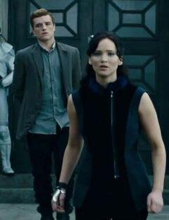 Katniss impresionada durante la gira.jpg