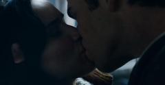 Katniss y Gale besándose.png