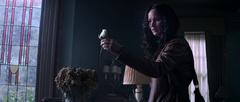 Katniss sosteniendo la rosa.png