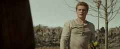 Peeta hablando con Katniss.jpg