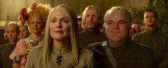 Johanna, Effie, Coin, Haymitch y Plutarch.jpg