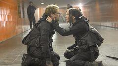 Katniss y Peeta en el Transportador.jpg