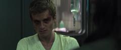 Peeta viendo a Katniss en el Hospital del 13.png