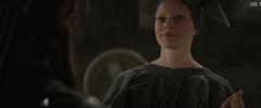 Effie mirando a Katniss luego de darle el sinsajo.png