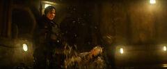 Katniss pelenado con los mutos.jpg