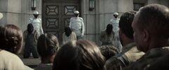 Rebeldes del Distrito 11 antes de ser ejecutados.jpg