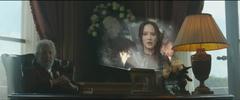 Snow viendo la propo de Katniss en el Distrito 8.png
