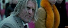 Haymitch viendo los 74° Juegos del Hambre.jpg