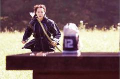 Katniss corriendo por el Paracaídas.png