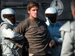 Gale con los agentes de la paz.jpg
