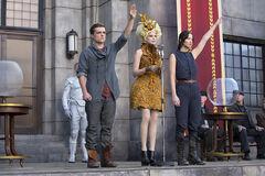 Peeta, Effie y Katniss en la cosecha.jpg
