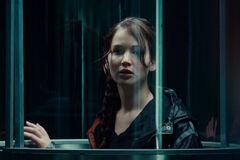 Katniss dentro del tubo de lanzamiento.jpg