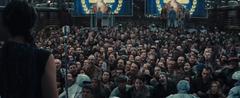 Katniss haciendo un discurso en el Distrito 3.png