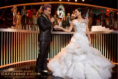 Caesar y Katniss en la entrevista.jpg