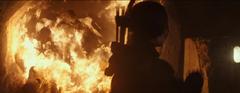 Katniss disparándole a un lagarto.png