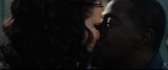 Chaff besando a Katniss.png