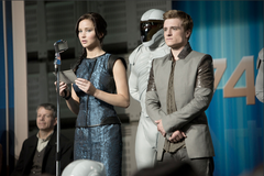 Katniss y Peeta durante la gira.png