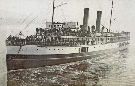 Steamship Islander leaving Vancouver British Columbia for Skagway Bay crop.jpg