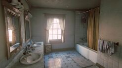Joels house bathroom3