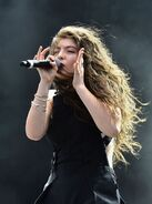 Lorde-performing-at-2014-lollapalooza-day1-in-chicago- 3