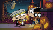 S2E24 Twins using costume trick on Lincoln and Clyde