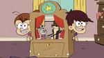 S4E21B Luna and Luan doing a puppet show