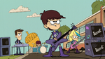 S4E16A Luna and her band performing