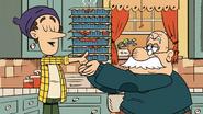 S03 E12B Lynn Sr Hands the Lasagnes to Mr Grouse
