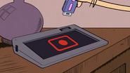 S03E17 Luna unplugging USB